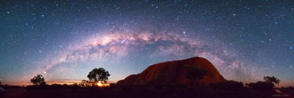 Australia-Uluru-Milky-Way